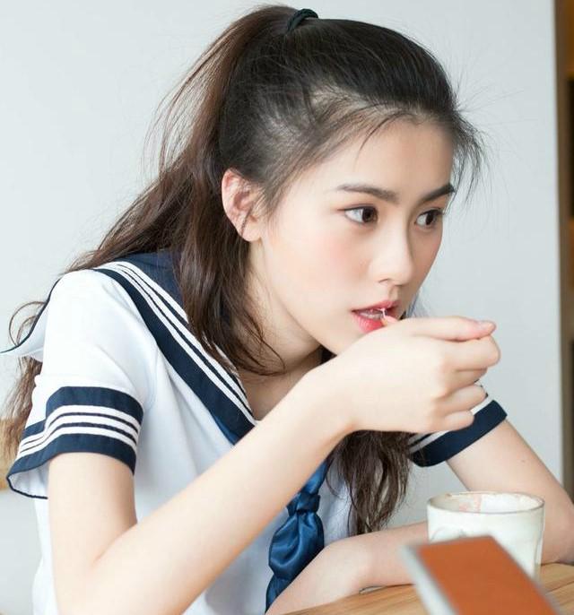Cô gái có nickname Suecee (18 tuổi) được dân mạng Trung Quốc mệnh danh
