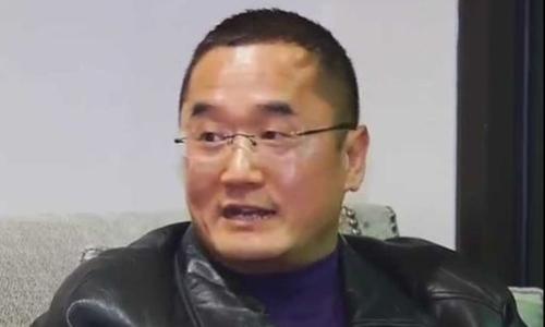 Alex Bai nói ông rất kinh hoàng khi kiểm tra gói quà đặt mua từ Amazon. Ảnh:Mirror.