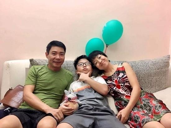 Công Lý và Thảo Vân sum họp trong dịp sinh nhật con trai. Ảnh: FBNV.