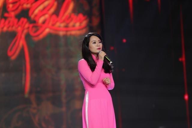 Ánh Linh gây ấn tượng bởi giọng ca ngọt ngào và khuôn mặt tỏa sáng.