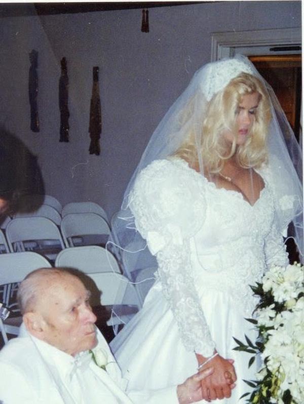Anna Nicole Smith kết hôn với tỷ phú 89 tuổi.
