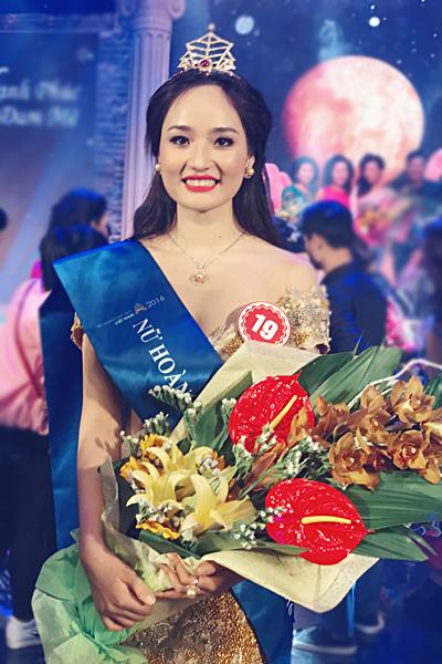 Người đẹp Nguyễn Thị Oanh.