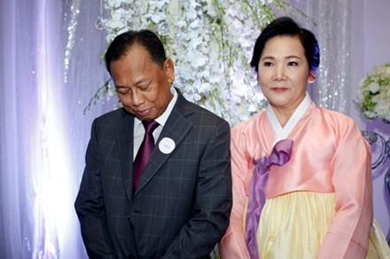 Hari Won ít khi chia sẻ về gia đình mình, đây là bố mẹ nữ ca sĩ.