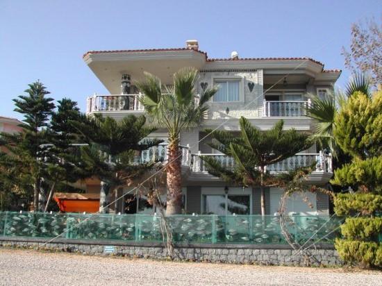 Căn nhà đón nhiều lượt khách thăm quan mỗi ngày.