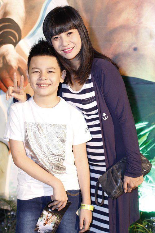 Cu Bom là con trai của Thái Hòa với người vợ đầu - diễn viên Cát Phượng.