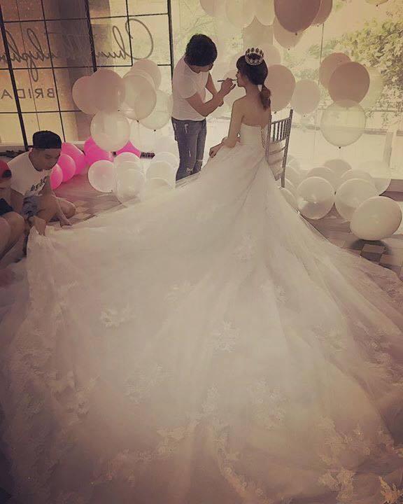 Hari Won trong trang phục cô dâu.