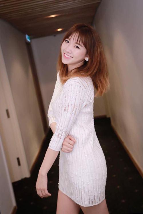 Nữ ca sĩ, diễn viên Hari Won .
