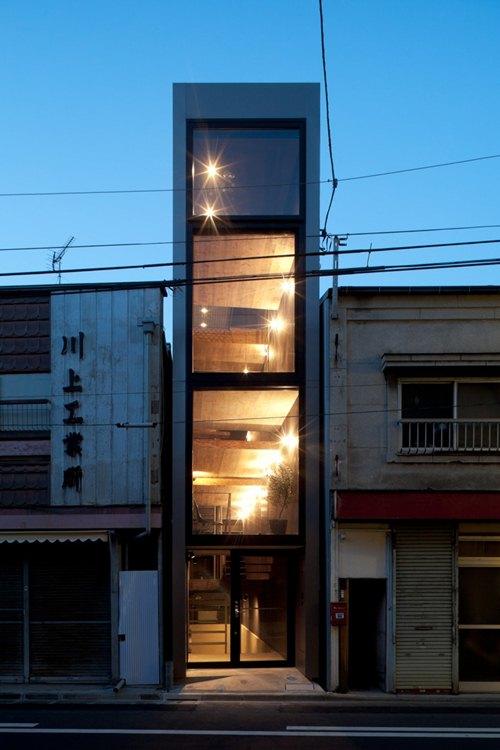 Khó có thể ngờ tới, với diện tích chỉ vỏn vẹn 18m2 lại có thể thiết kế ra được ngôi nhà đẹp mắt và đầy đủ tiện nghi như thế này.