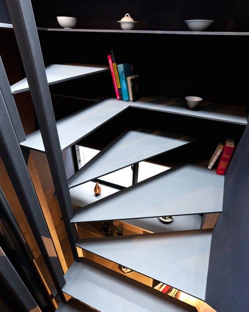 Khu vực cầu thang được thiết kế khá sang trọng.