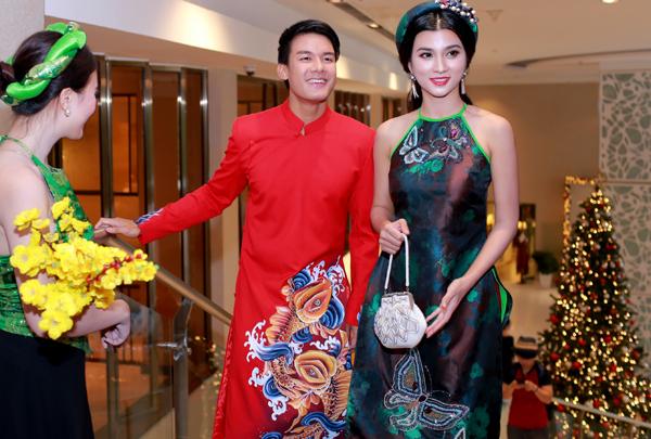 Kim Tuyến vai trần gợi cảm với thiết kế cổ yếm, sánh đôi bạn diễn Andy Long - con nuôi của tài tử Thành Long.