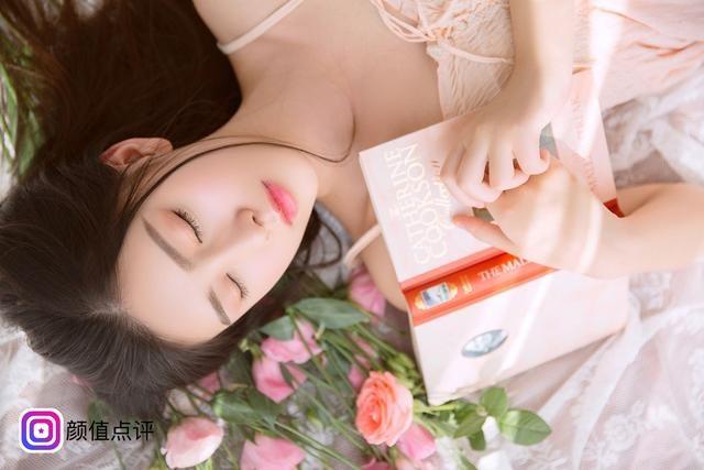 Phần lớn dân mạng khen ngợi vẻ đẹp trong sáng, thuần khiết của cô gái 18 tuổi.