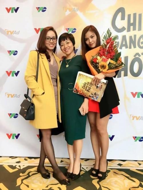 MC Thảo Vân thân thiết với bạn gái mới của NSƯT Công Lý.