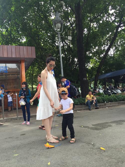Trước khi sinh bé Alex, vợ chồng Ngô Quang Hải đã có con trai đầu lòng. Cậu bé năm nay đã hơn 2 tuổi.