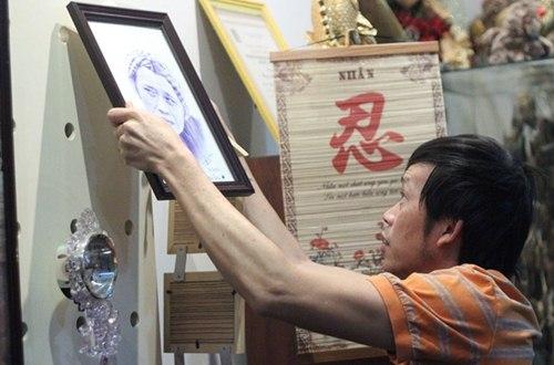 Hoài Linh rất thích treo tranh do người hâm mộ tặng.