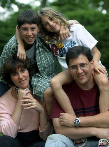 Gia đình cô bé Sabrina đã chuyển đến nơi ở mới cùng 2 người con lớn của họ.