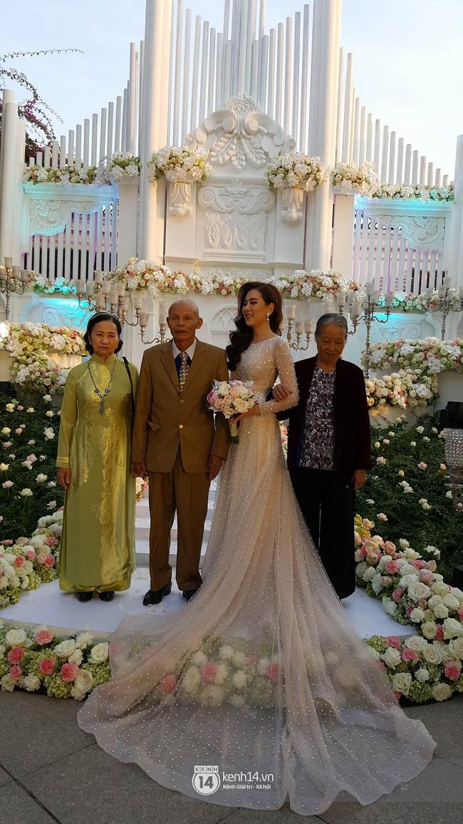 Những hình ảnh đầu tiên trong đám cưới hoành tráng của cô gái thời tiết Mai Ngọc - Ảnh 10.