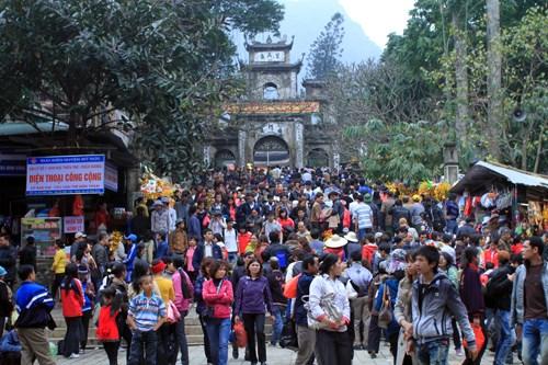 Phí vào chùa Hương sẽ tăng gần gấp đôi so với mọi năm. Ảnh: TL