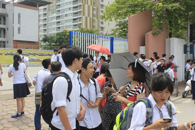 Tuyển sinh lớp 10 tại Hà Nội: Cân nhắc trước các nguyện vọng dù được nhiều lựa chọn - Ảnh 1.