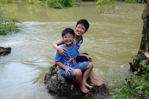 MC Thảo Vân và con trai bày mật mã để mẹ nhận ra con nếu chẳng may mất trí nhớ.