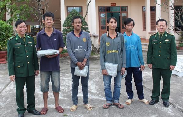 4 thuyền viên được Bộ đội Biên phòng Đà Nẵng giải cứu thành công. Ảnh: Tư liệu