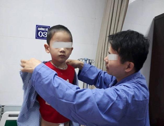 Nhiều cha mẹ thấy xót xa khi biết con mình mắc bệnhsùi mào gàvà mong cơ quan chức năng điều tra làm rõ vụ việc.