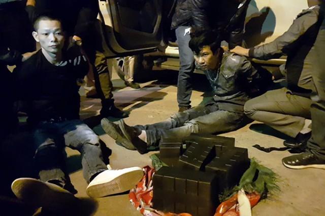 Cảnh sát vây bắt đối tượng vận chuyển 47 bánh heroin