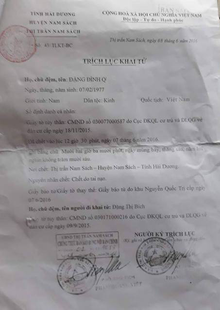 Biên bản làm việc giữa gia đình chị Bích với công an huyện Nam Sách và trích lục khai tử xác nhận nguyên nhân tử vong của anh Đặng Đình Q. do tai nạn. Ảnh: PV