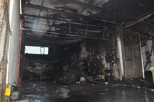 Nguyên nhân vụ cháy ban đầu được xác định do chập điện tại cửa hàng kinh doanh sửa chữa xe máy lan sang nhà 5 tầng.
