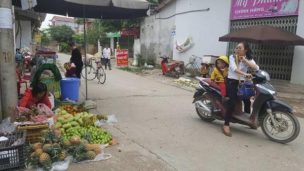 Khu chợ tạm của người dân đã buôn bán trở lại.