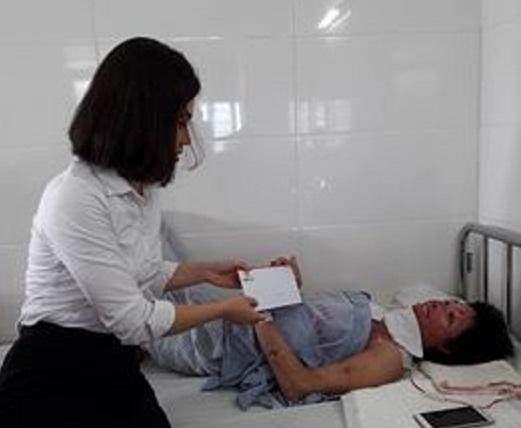 Chị Trang đã trải qua 5 cuộc phẫu thuật, khi biết hoàn cảnh của chị nhiều người đã đến an ủi, động viên (ảnh nhân vật cung cấp)