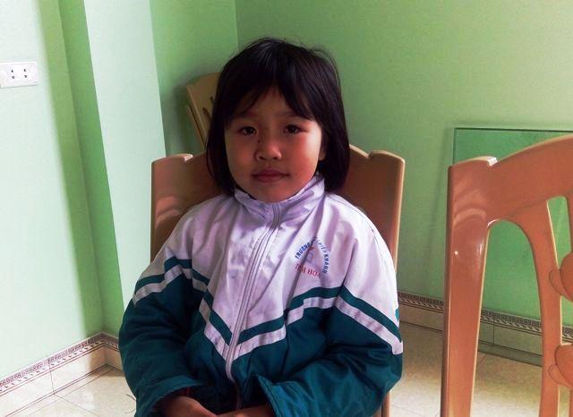 Bé Đặng Thị Quỳnh Anh 2 tuổi biết đọc, 3 tuổi biết làm Toán. Ảnh: Phan Hường
