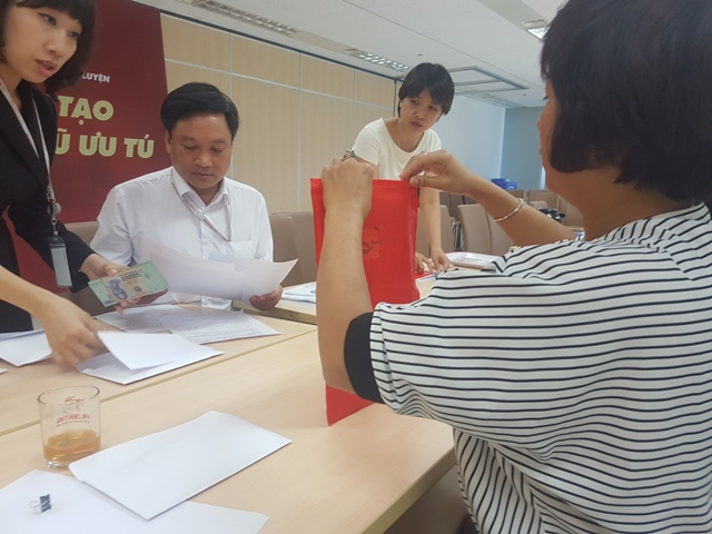 Cách tính bất nhất về số tiền sau khi hủy hợp đồng của bà Tạ Như Hoa không được Cty Prudential giải thích thỏa đáng.
