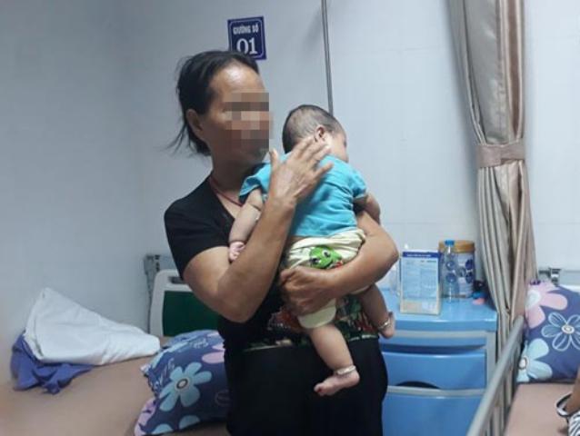 Cháu T. là trường hợp nhỏ tuổi nhất mắc sùi mào gà đang điều trị tại Bệnh viện Da liễu Trung ương.
