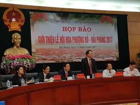 Ông Lê Khắc Nam - Phó chủ tịch UBND TP. Hải Phòng thông tin về lễ hội Hoa Phượng Đỏ 2017. Ảnh: TĐ