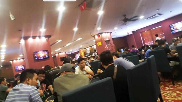 Các giải đấu đóng phí - lãnh thưởng từ 300.000 đồng đến 2.400.000 đồng tại Loyal Poker Club vẫn diễn ra bình thường - Bất chấp lệnh cấm của Hiệp hội Bridge & Poker Việt Nam.