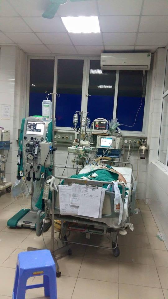 Người mẹ đang được tích cực cứu chữa vì căn bệnh sốt xuất huyết. Ảnh: Gia đình cung cấp