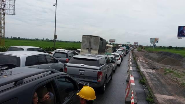 Vụ tai nạn khiến tuyến đường tắc nghẽn hơn 10km.