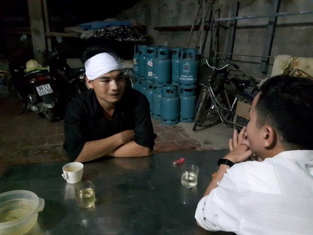 Anh Phan Bá Mạnh kể giây phút tìm thấy thi thể bác gái nằm co quắp trong bao tải. Ảnh: Khải Hoàng