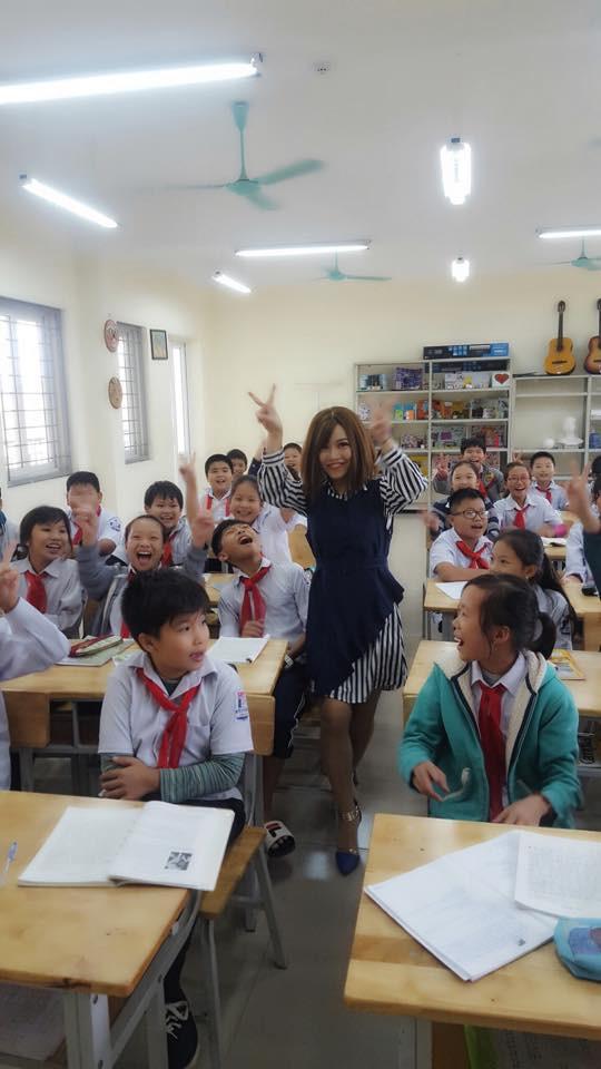 Cô giáo trẻ luôn cố gắng đến lớp bên học trò mỗi khi cảm thấy mình khỏe hơn.