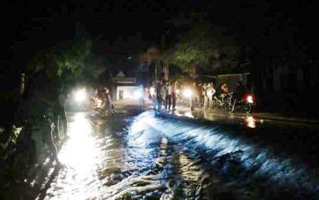 Hiện nước sông Bưởi đã tràn qua đê
