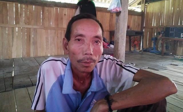 Bố nạn nhân Hoàng Văn Quân không tin cơn ác mộng vừa ập đến với con cháu mình.