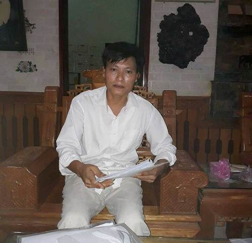 Ông Trịnh Ngọc Đỉnh trao đổi với PV