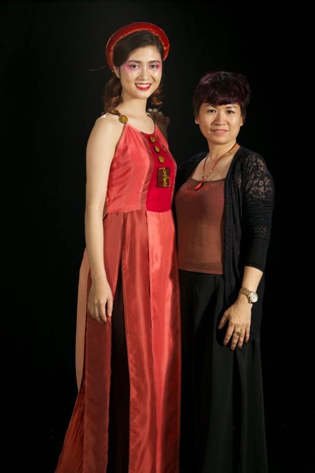 NTK Xuân Thu (phải)