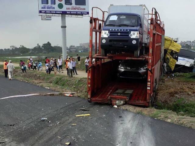 Thời điểm xảy ra vụ việc, chiếc container đang chở rất nhiều ô tô.