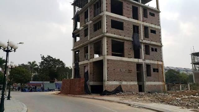 Ngôi nhà 5 tầng đang xây dựng, nơi người thợ xây dựng tử vong. Ảnh: PV