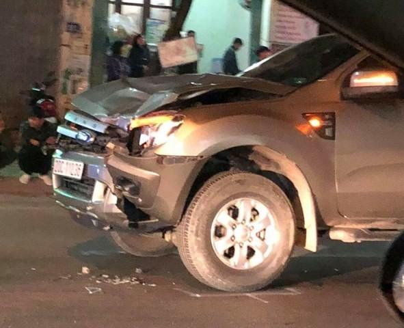 Đi bộ qua đường, bốn người bị ô tô đâm tử vong