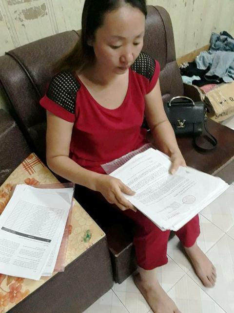 Chị Đặng Thị Bích phản ánh với PV Báo Gia đình & Xã hội về những bức xúc trong cách giải quyết thanh toán bảo hiểm của công ty TNHH bảo hiểm nhân thọ Prudential Việt Nam. Ảnh: PV
