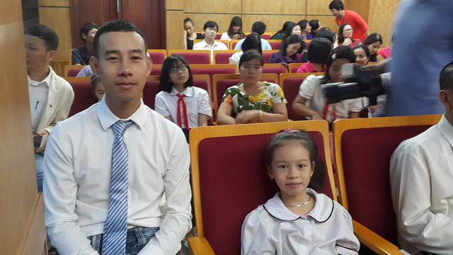 Anh Tuấn Anh, ông bố mẫu mực, đáng yêu của hai cô con gái