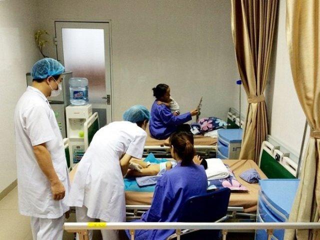 Bệnh viện Da liễu Trung ương sẽ miễn hoàn toàn chi phí khám và điều trị cho các cháu bị sùi mào gà dưới 15 tuổi của huyện Khoái Châu, tỉnh Hưng Yên. Ảnh: PV