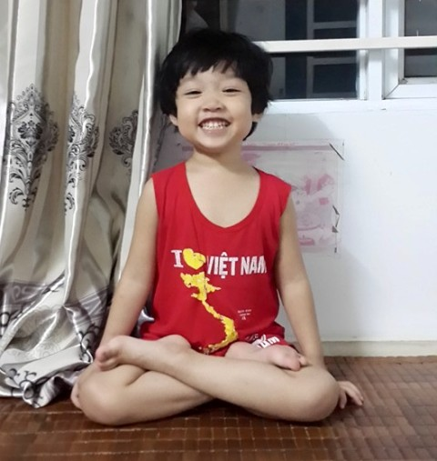 Nguyễn Ngọc Tuệ Nhi được tổ chức kỷ lục Việt Nam công nhận em bé biết đọc sớm nhất.